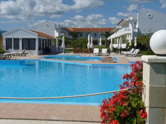Chryssana Beach Hotel: The hotel from the pool