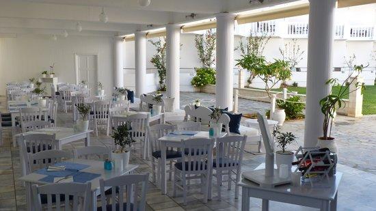 Chryssana Beach Hotel : the dining room