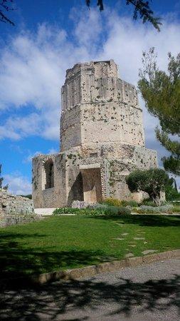 Jardins de la Fontaine : La torre romana