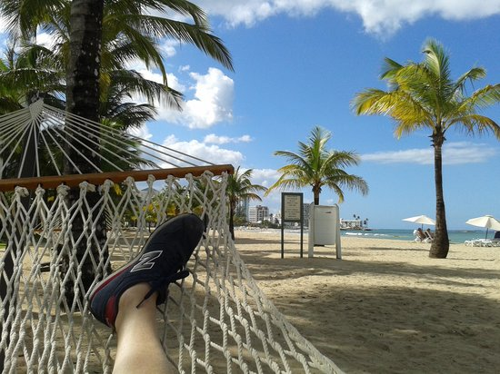Courtyard by Marriott Isla Verde Beach Resort: Relaxing on the beach in front of the hotel