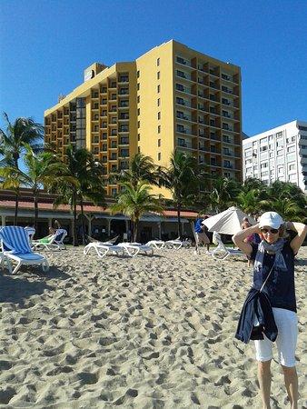 Courtyard by Marriott Isla Verde Beach Resort: Hotel seen from the beach