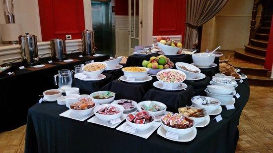 Design Suites Salta: Frühstücksbuffet
