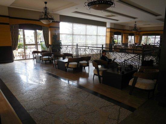 Can Garden Resort: espace bar