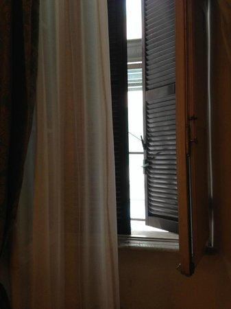 Hotel Giotto Flavia : Impossibilité d'ouvrir les fenêtres