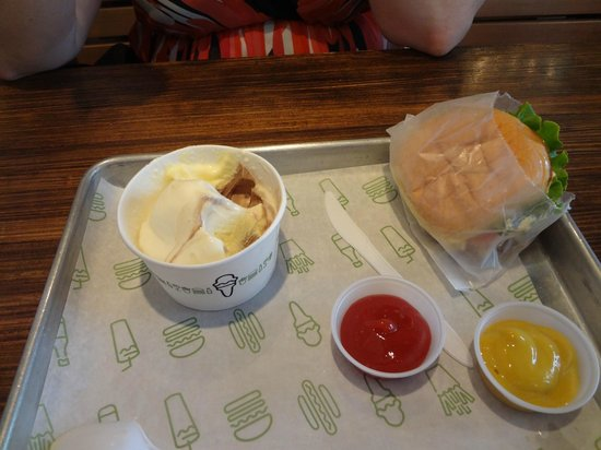 Shake Shack Theater District: Everything you've hoped for, and more!
