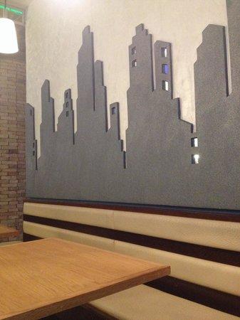 Decorazioni alle pareti foto di essence winebar roma for Decorazioni pareti