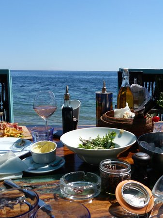 Anjuna Beach : A table with a view