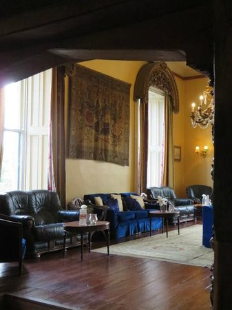 Belleek Castle: lounge area