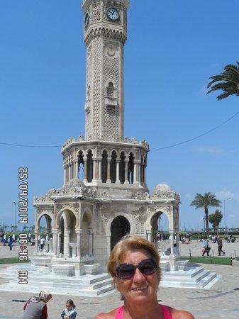 Aksan Hotel: el reloj en plaza Konak