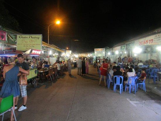 Dinh Cau Night Market : View down the night market