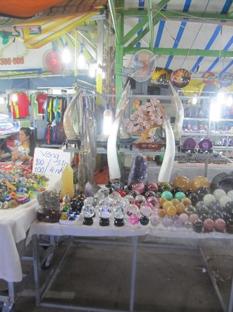 Dinh Cau Night Market : Different types of stores available