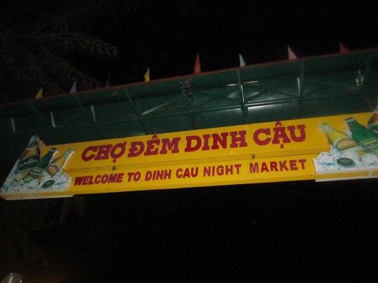 Dinh Cau Night Market : Night market sign