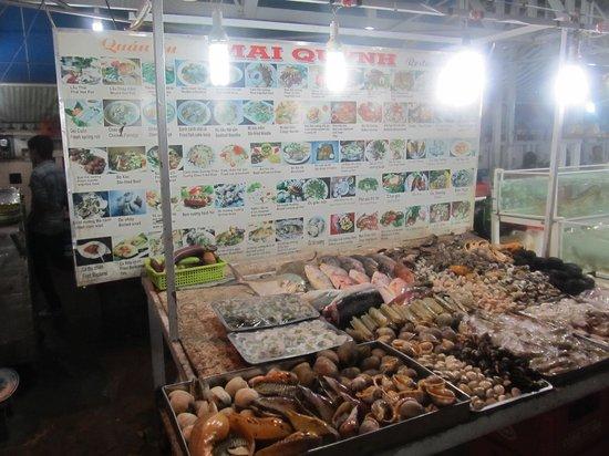 Dinh Cau Night Market : Mai Quynh