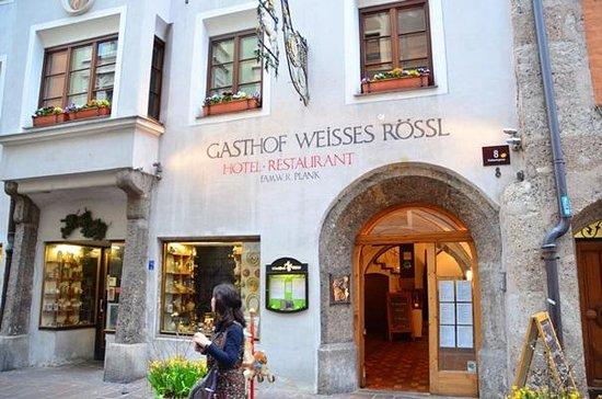 Gasthof Weisses Rossl: レストランエントランス