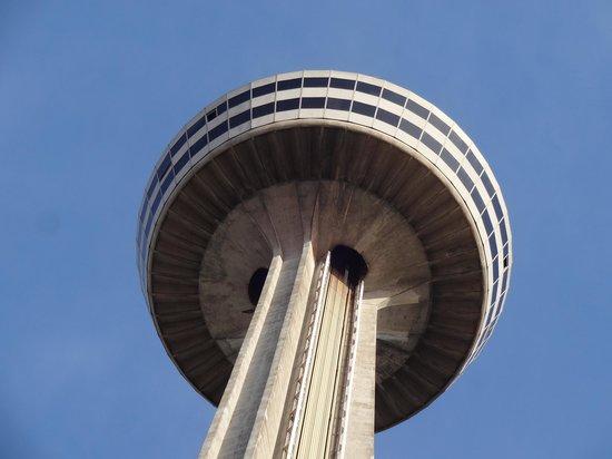 Battle of the Titans: Skylon Tower
