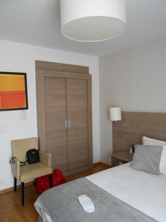 Residhome Privilege Monceau Bois Colombes : armadio e letto