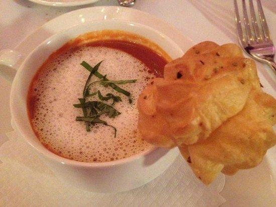 Art Deco Hotel Montana Luzern : tomaten supper mit ziegenkäse