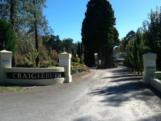 Peppers Craigieburn: Drive into Hotel