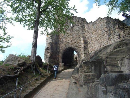 Burg- und Klosterruine Oybin: Oybin road to castle