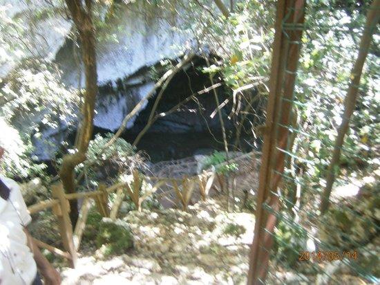 Club Nimara Beach Resort : Пещера недлеко от отеля.