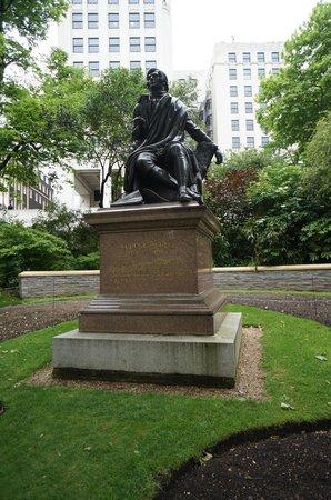 Victoria Embankment Gardens: Robert Burns
