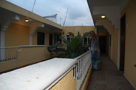 Hotel Real del Mayab: внутрений двор отеля