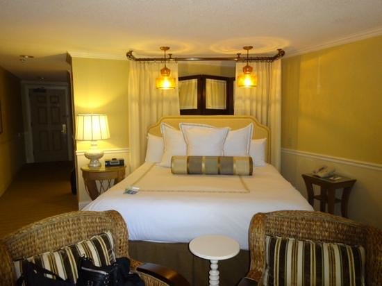 The Mansion at Ocean Edge Resort & Golf Club: bed area