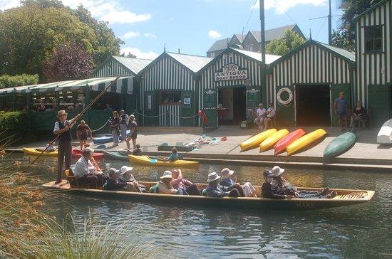 Boatshed Cafe: Immer Leben auf dem Wasser