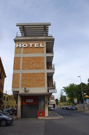 Hotel Traghetto : Narrow but tall