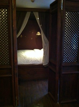 China Club: Bed Chamber