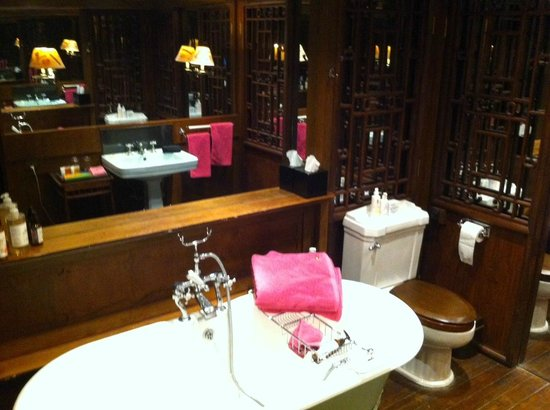 China Club: Bathroom