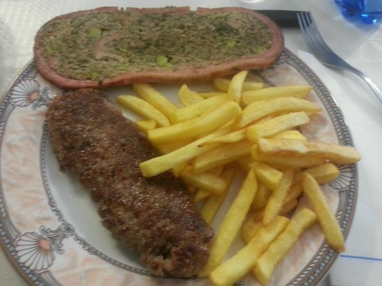 Sesta Godano, Italia: Cima, salsiccia e patatine