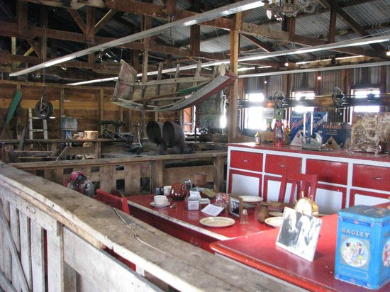 Estancia Cristina Lodge: museum on the grounds in the sheep sheering barn