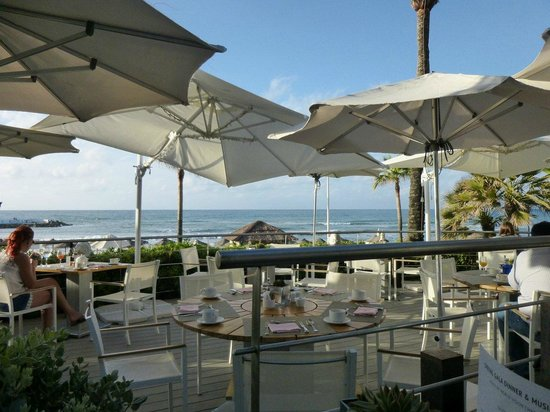 Puente Romano Beach Resort & Spa Marbella: Breakfast with a view of the Mediterranean Sea