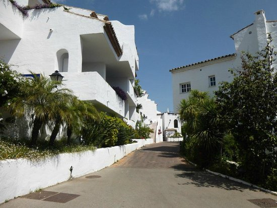 Puente Romano Beach Resort & Spa Marbella: Elegant and functional design