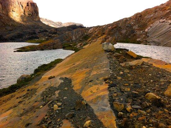 Estancia Cristina Lodge: glaciers scraped these rock formations a few short decades ago