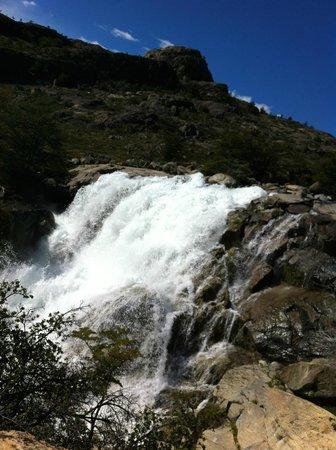Estancia Cristina Lodge: waterfall is roaring ice melt -  a nice walk