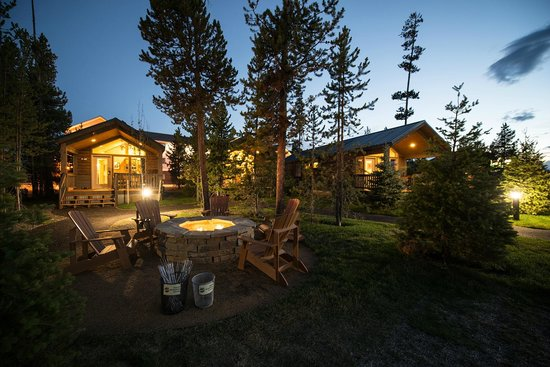 Explorer cabins at yellowstone updated 2017 hotel Yellowstone log cabin hotel