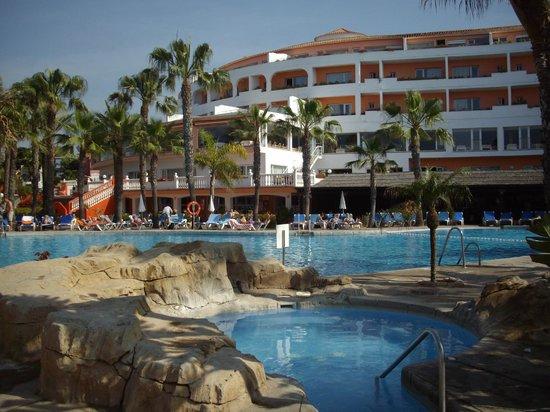 Marbella Playa Hotel: Piscina e ristorante