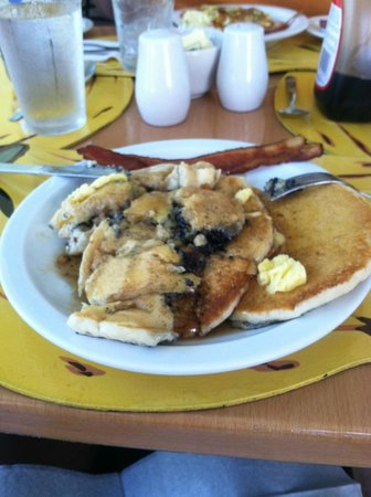 Toby's Resort : Blueberry pancakes