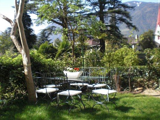 Residence Diana: Sitzecke im mediterranen Garten