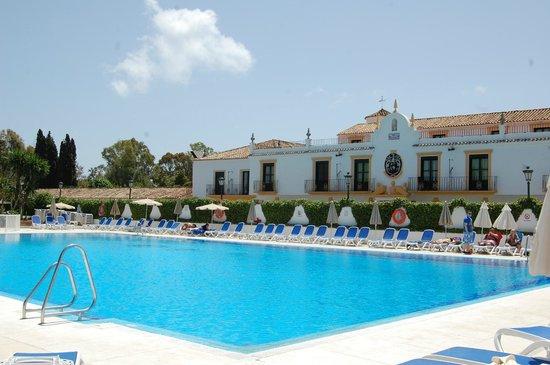 Globales Pueblo Andaluz: Pool area