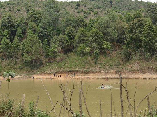 Mandala Ou Resort : rivière