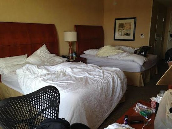 Hilton Garden Inn Lakewood: Bedroom! (don't mind the mess)