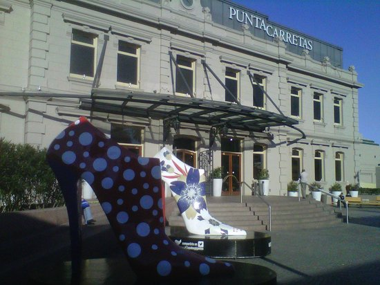 Punta Carretas Shopping: Frente del Shopping