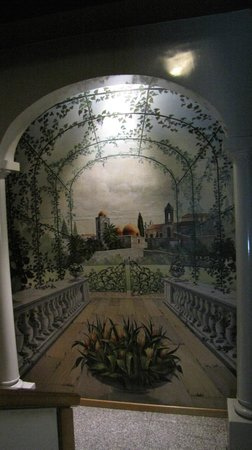 Politeama Palace Hotel : una parete dipinta