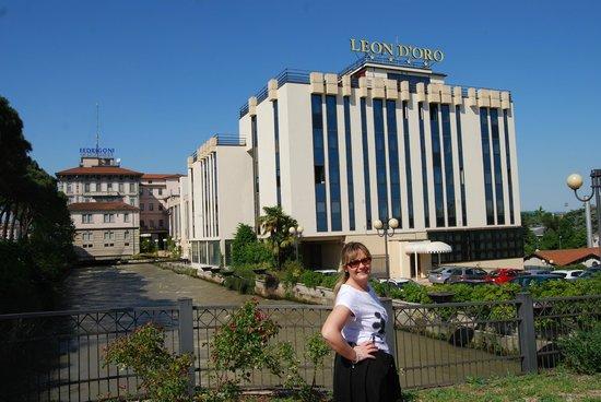 Roseo Hotel Leon D'Oro: Hotel dalla Strada