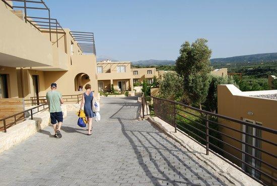 Rimondi Grand Resort & Spa: Route intérieure accès chambres