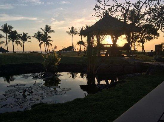 Pan Pacific Nirwana Bali Resort: A beautiful sunset every evening... Beautiful!