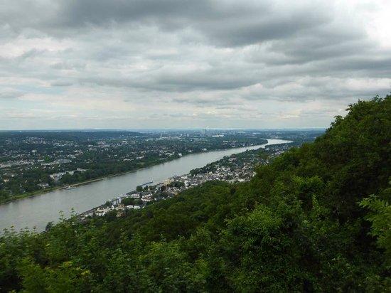 Drachenfels: Blick über Königswinter und Bonn